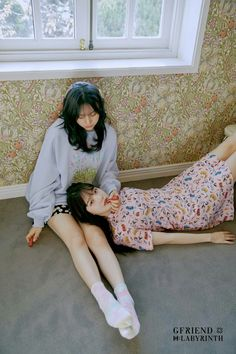 After yesterday's first teaser/concept photos, GFRIEND released another set of these for their upcoming comeback titled Labyrinth. Although the resolution isn't very big, there are many photos of each member, for a total of 26 photos. Korean Girl Groups, South Korean Girls, Extended Play, Gfriend Album, Photo Room, Photoshoot Images, Photo Images, Fandom, G Friend