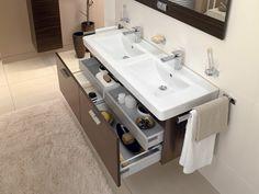 Мебель для ванных комнат Villeroy&Boch: Central Line #hogart_art #interiordesign #design #apartment #house #bathroom  #furniture #Villeroy&Boch #shower #sink #bathroomfurniture #bath #mirror