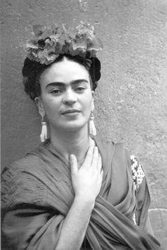 """Frida Kahlo y uno de sus mensajes más conmovedores: """"Te quiero...gracias por que vives, porque ayer me dejaste tocar tu luz más íntima y porque dijiste con tu voz y tus ojos lo que yo esperaba toda mi vida"""""""