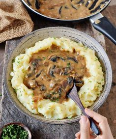 mushroom stroganoff with rice! This gluten-free dish is a great comfort to me . - mypin - Vegan mushroom stroganoff with rice! This gluten-free dish is a great comfort to me … – -Vegan mushroom stroganoff with rice! This gluten-free dish is a gr. Veggie Recipes, Whole Food Recipes, Vegetarian Recipes, Cooking Recipes, Dinner Recipes, Lunch Recipes, Skillet Recipes, Whole30 Recipes, Cooking Gadgets