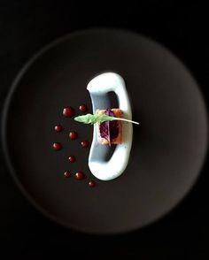 citrus cured salmon . greek yogurt . sriracha marmalade   via : foodstarz  Founding Editor | EiC : Alexander ᴬᴰ www.alexander.co