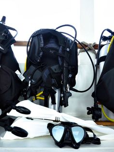 Check out this light weight scuba gear, perfect for your trip on the Hatiku The Most Lightweight Scuba Gear For Travel - Finding lightweight gear can make your travels so much easier! Scuba Diving Gear, Cave Diving, Best Scuba Diving, Deep Diving, Scuba Diving Equipment, Survival Backpack, Snorkelling, Travel Style, Diving