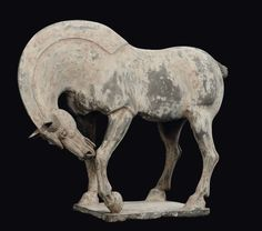 A painted pottery horse, China, Tang Dynasty (618-906) cm 37x48 coda staccata e rotta in due pezzi  | In the sale Importants Objets d'Art de la Chine at Cambi Casa d'Aste