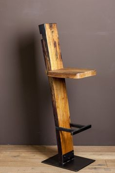Make your own bar stool out of wood - certainly doable for you home improvement professionals . Make your own bar stool out of wood – certainly doable for you home improvement professionals; Metal Furniture, Industrial Furniture, Furniture Projects, Diy Furniture, Furniture Design, Furniture Cleaning, Furniture Dolly, Furniture Movers, Painted Furniture
