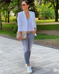 Mom Outfits, Casual Summer Outfits, Chic Outfits, Spring Outfits, Fashion Outfits, Womens Fashion, How To Wear White Converse, Fall Fashion Colors, Outing Outfit