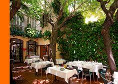 Restaurante Vivanda. Cocina medeterranea y perfecto para disfrutar una cena en el verano en su preciosa terraza.