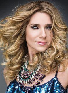 Letícia Spiller: o cabelo mais desejado da TV Globo - http://colunas.revistaepoca.globo.com/brunoastuto/2013/01/23/leticia-spiller-o-cabelo-mais-desejado-de-salve-jorge/  (Foto: Reprodução Cabelos & Cia)