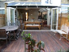 London Kitchen Extension Co. doors open to decking Rooftop Patio, Patio Roof, Rooftop Gardens, Kitchen Extension Inspiration, Kitchen Inspiration, Kitchen Ideas, Style At Home, Roof Extension, Extension Ideas