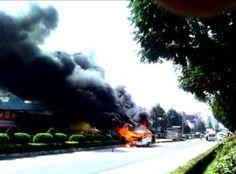 Tin học cho mọi người...: Xe khách chở 12 bệnh nhân bốc cháy dữ dội giữa đườ...