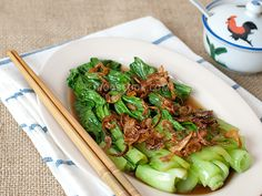 Oyster Sauce Vegetables with Fried Shallots 油菜 This is a super easy Chinese greens recipe with oyster sauce, fried shallots and shallot oil. I love the fact that the vegetables cook really quickly (less than 30 seconds in boiling water) so you can just cook the greens right before you serve
