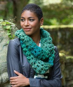 Sparkling Shells Cowl Free Crochet Pattern from Red Heart Yarns