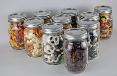 Gifts in a Jar: Holiday Inspiration – Hoosier Homemade The no-bake, no-cook, no-time gift solution – 4 snack mix recipes in a jar. Food Gifts, Craft Gifts, Diy Gifts, Mason Jar Gifts, Mason Jars, Gift Jars, Snack Mix Recipes, Jar Recipes, Snack Mixes