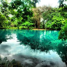 Danau Linting merupakan sebuah danau vulkanik dengan ukuran sekitar 1 hektar dan mengandung belerang sehingga warna airnya bewarna kehijauan. Apabila anda ingin berenang berhati-hatilah karena Danau Linting yang berlokasi di Kabupaten Deli Serdang memiliki kedalaman lebih dari 100 meter.