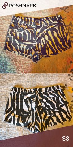 🔑Zebra denim semi high waisted Shorts 🔑 Super cute Zebra Patterned F21 denim shorts that are semi high wasted ! Good condition ! Forever 21 Shorts