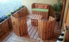 Pallet outdoor furniture set gives your aesthetic sense pleasure. This is a complete project that occupies our vision with its attractive and decent look. It offers enough space to accommodate a dozen of people. An idea worth your time and effort in interesting and environmentally healthy activity.