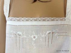 LINGE ANCIEN/ Charmante chemise de jour à fines bretelles avec fine broderie blanche et dentelle