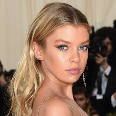 The enchanting Victoria's Secret supermodel Stella Maxwell at the Met Gala. Products used: Magic Cream, Magic Eye Rescue, Wonderglow, Light Wonder Miracle Eye Wand Airbrush Flawless Finish Powder Brow Lift in Grace K Luxury Palette in The Vintage Vamp and The Uptown Girl, Colour Chameleon in Champagne Diamonds, Full Fat Lashes Filmstar Bronze & Glow Beach Stick in in Moon Beach, Matte Revolution Lipstick in Very Victoria and Supermodel Body. Makeup by Carolina Gonzalez for Charlotte Tilbury.