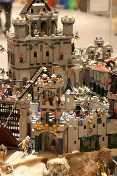 A Lego castle by Ekaterry, via Flickr