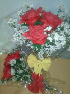 Ramos rosas rojas en goma eva. Mundifomy.blogspot.com