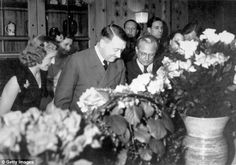 Hitlers Geburtstag 20. April 1943. Adolf Hitler with guests at his birthday party at his residence, the Berghof. Also present: Eva Braun, Heinrich Hoffmann, Gretl Braun, Martin...