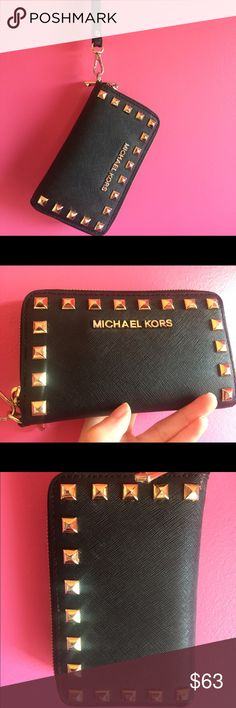 Michael kors wallet/wristlet Brand new, authentic wallet, perfect for all your cards, money and even  a lipstick and your phone KORS Michael Kors Bags Wallets
