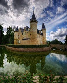 Ludon-Médoc, Gironde. Pop: 4,160 Chateau d'Agassac.