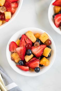 How to make the best easy fruit salad recipe for summer! Simple fruit salad recipe with honey lime dressing Homemade Fruit Salad, Best Fruit Salad, Fruit Salad Recipes, Dessert Recipes, Fruit Dessert, Desserts, Honey Lime Dressing, Honey Recipes, Summer Salads