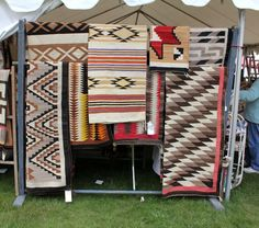 i heart navajo rugs... probably because they are made by Weavers ;)