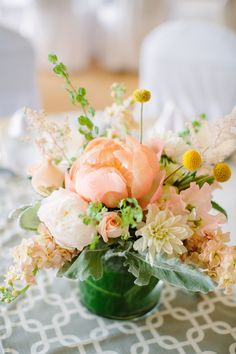A wild, lush bouquet for the bride is an essential component of a DIY wedding. Join Kiana Underwood for Build Your Bridal Bouquet and learn how fun and simple it can be to create unique bouquets with an organic look. Small Centerpieces, Wedding Centerpieces, Wedding Decorations, Peonies Centerpiece, White Centerpiece, Centrepieces, Billy Balls, Wedding Flowers, Diy Wedding
