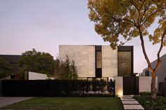 Craving some architecture and interior design inspiration. Look at the Marble House by Nixon Tulloch Fortey to satisfy your craving. Australian Interior Design, Modern Home Interior Design, Australian Architecture, Minimalist Architecture, Residential Architecture, Interior Architecture, Concrete Architecture, Architecture Images, Futuristic Architecture