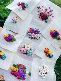 Wonderful Ribbon Embroidery Flowers by Hand Ideas. Enchanting Ribbon Embroidery Flowers by Hand Ideas. Brazilian Embroidery Stitches, Hand Embroidery Flowers, Hand Work Embroidery, Flower Embroidery Designs, Hand Embroidery Stitches, Silk Ribbon Embroidery, Embroidery Jewelry, Diy Embroidery, Embroidery Techniques