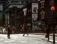 vintage everyday: 28 Color Photographs of Street Scenes of London in the 1970s