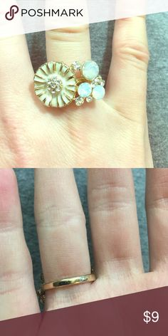 Size 7.5 gold ring with white flower and detail. Gold ring size 7.5 with white flower and crystal details. SO cute! Charming Charlie Jewelry Rings