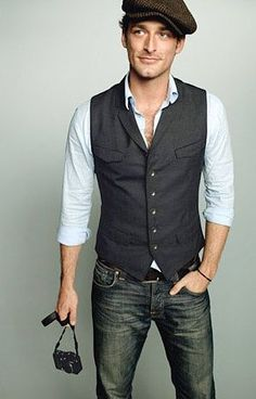 I like this look, and wonder if I can pull it off. I think I would change the hat. Maybe I would go with an ascot cap.