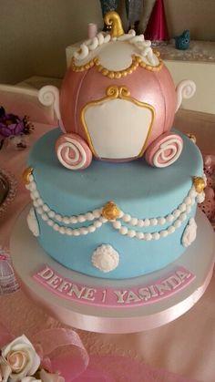 #birthdaycake #myprincess #cindirella  #firstbirthday #ilkdogumgunu #1yaş #age1 #happybirthday #girl #princess