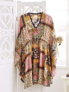 Ob aus Seide oder leichter Baumwolle. Die Tunika ist der perfekte Allrounder. Und das Beste: Wir zeigen Ihnen kostenlos wie man ein Tunika-Kleid nähen kann.