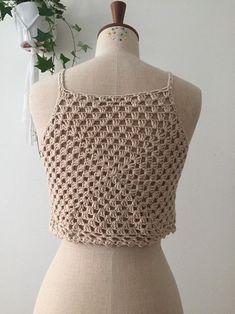 Top Crop Tejido En Crochet, Crochet Shorts, Crochet Blouse, Crochet Clothes, Crochet Round, Cute Crochet, Crochet Top, Thigh Tattoo Quotes, Crochet Woman