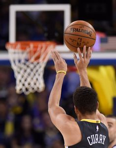 Golden State Warriors' Stephen Curry (30) shoots and makes a three-point basket against the Memphis Grizzlies during the fourth quarter of their NBA game at the Oracle Arena in Oakland, Calif., on Saturday, Dec. 30, 2017. Golden State defeats Memphis 141-128. (Jose Carlos Fajardo/Bay Area News Group)