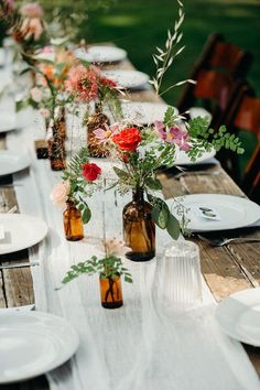 Simple wedding centerpiece - brown vessels with greenery + flowers {Event Crush} - Wedding Centerpieces - Blumen & Pflanzen Wildflower Centerpieces, Simple Wedding Centerpieces, Centerpiece Ideas, Wedding Floral Arrangements, Long Table Centerpieces, Simple Table Decorations, Wine Bottle Centerpieces, Vintage Centerpieces, Centerpiece Flowers