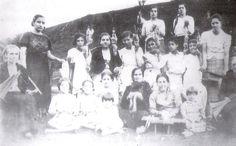 """Spinning in Santa Maria, Azores  Data: 1938;  Fonte: Puim, Arsénio Chaves, """"O Povo de Santa Maria, seu falar e suas Vivências""""."""