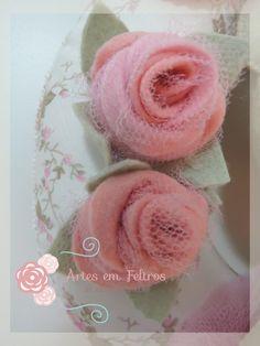 Rosas em Feltro e Tule - Artes em Feltros  (MOldes e Passo a Passo disponível em Apostilas Digital Artes em Feltros) Apostila Ursa Bailarina