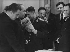 Юрий Гагарин среди руководителей космической программы и членов гос. комиссии