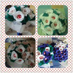 Centro de mesa y ramos de flores con papel crespón y bombones