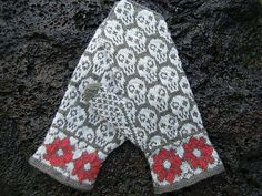 Skulls and flowers mittens