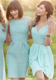Bridesmaid dresses in same color but different styles