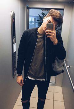 Want a jacket like that Trendy Mens Fashion, Dope Fashion, Stylish Men, Men Casual, Fashion Moda, Boy Outfits, Casual Outfits, Fashion Outfits, Photography Poses For Men