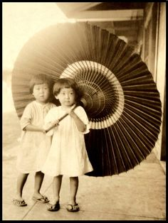 1924 A BIG UMBRELLA in OLD JAPAN | Flickr - Photo Sharing!