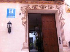 Casa de las Mercedes | Calle Hinestrosa, 18 Las Mercedes, 6 Photos, Cool, Four Square, Mirror, Home Decor, Display Stands, Circuit, Cities
