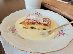 Apfel- und Topfenstreuselkuchen mit Knusper - Bine kocht! Tolle Desserts, Great Desserts, French Toast, Pancakes, Breakfast, Sweet, Food, Mascarpone Dessert, Austria