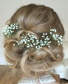 Soft, boho and romantic hair accessoried with gypsophelia. Created by Kirsty @livelifebeautiful